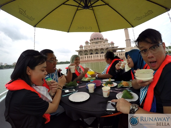 Hi-Tea Cruise Tasik Putrajaya